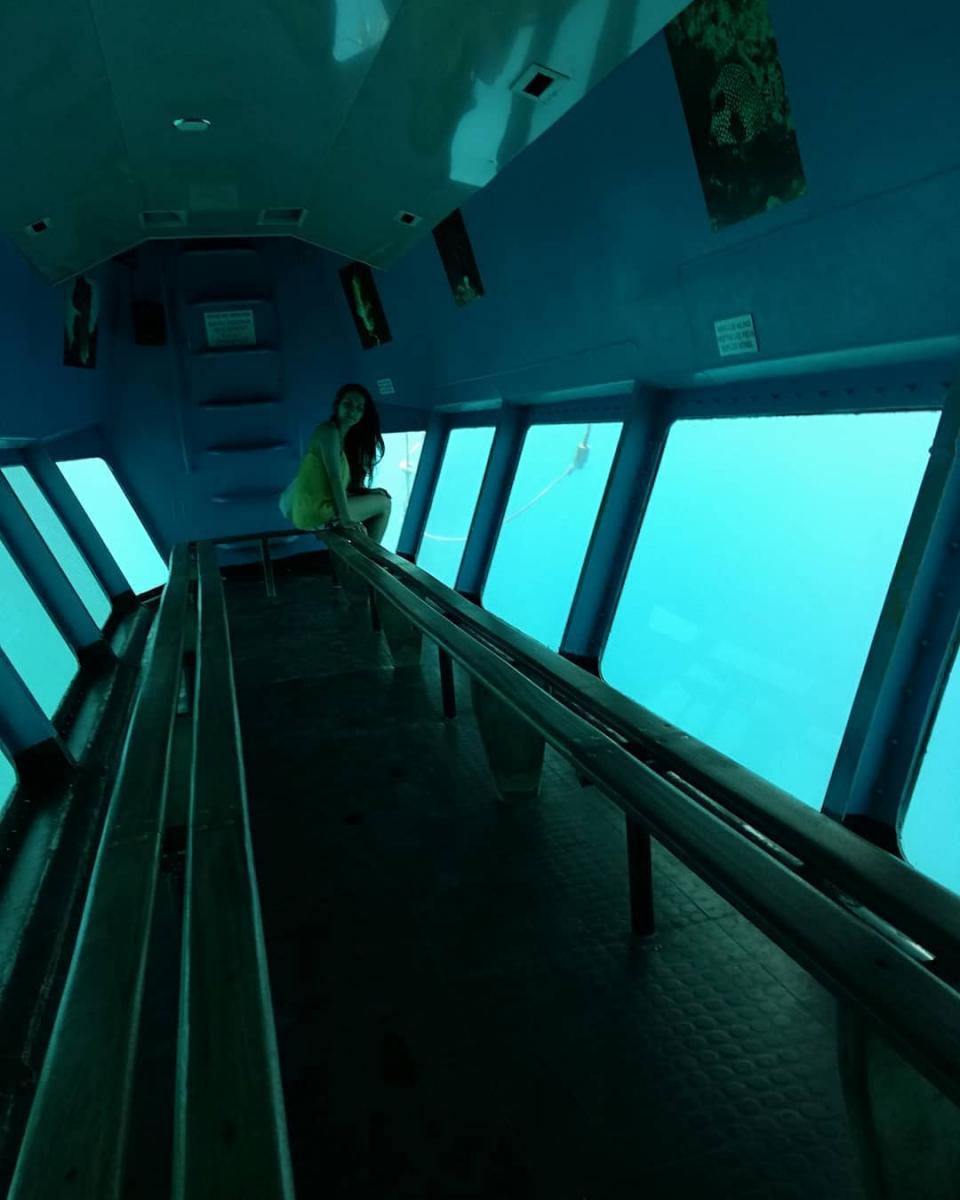 Bateau-fond-de-verre-reserve-cousteau