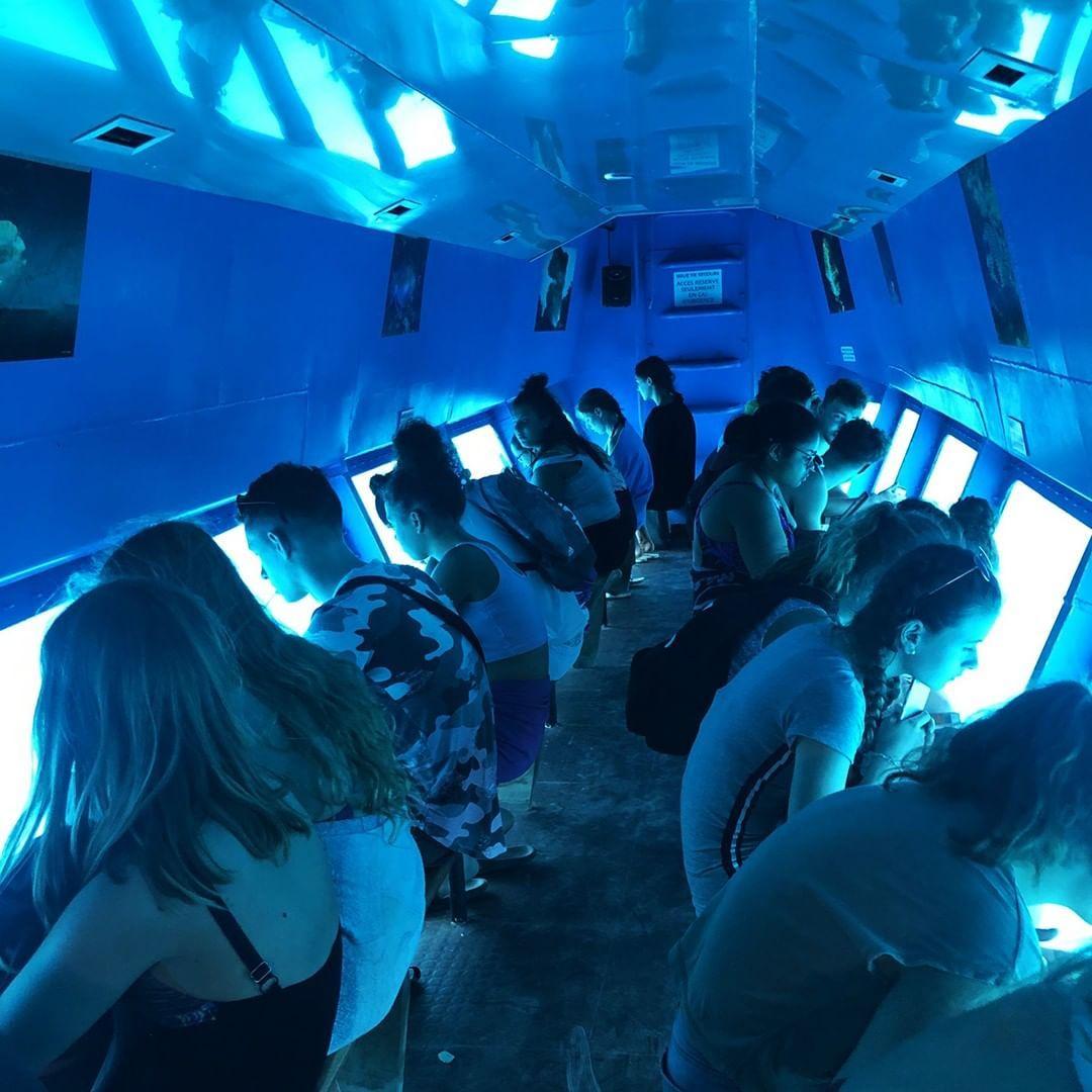 Réserve-cousteau-bateau-fond-de-verre-